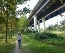 sentiero al di sotto del viadotto superstrada Milano -Lecco
